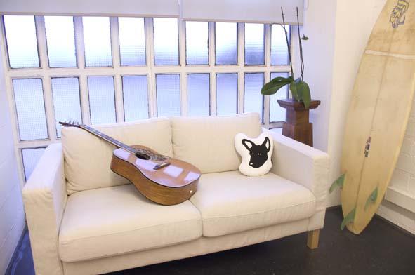 Luka en el sofá de Studiobelda